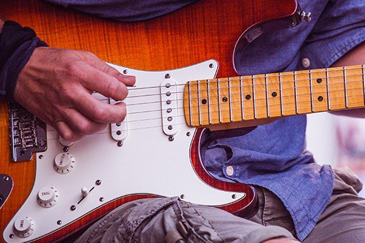 Kako naučit svirati gitaru