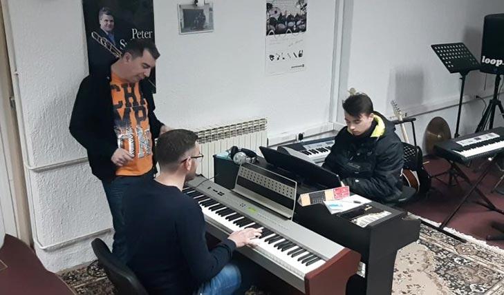 Klavir i klavijature - LOOP Glazbena Klinika